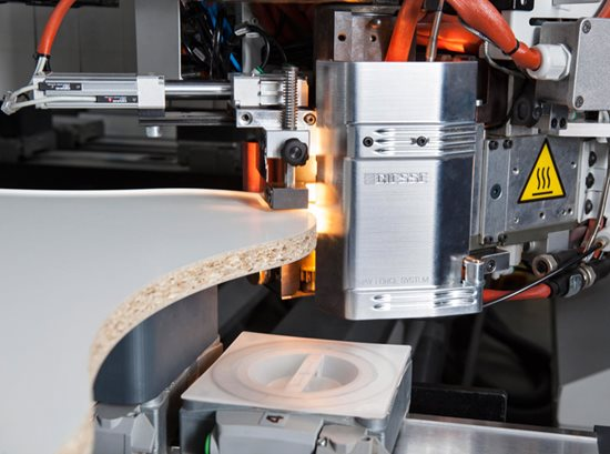 Ray Force System: der neue Meilenstein bei der Formgefrästen Kantenbearbeitung